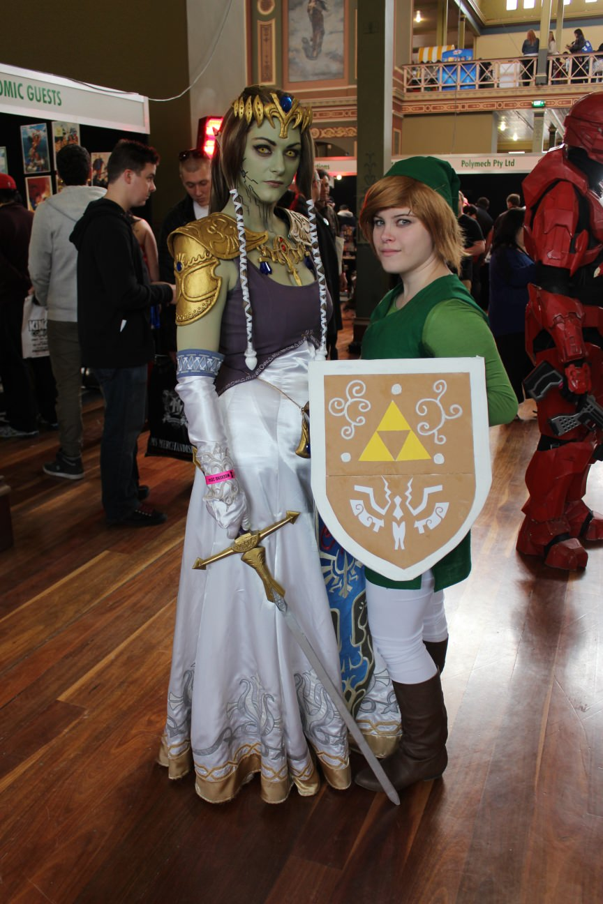 Zelda and Link Hyrule them all at Oz Comic-Con