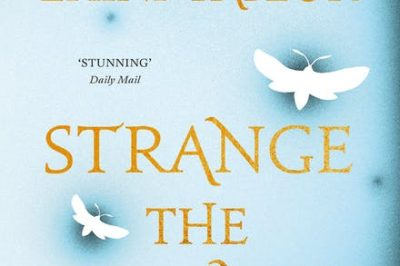 Strange the Dreamer by Laini Taylor: dragonflies fly up the cover between lines of the title